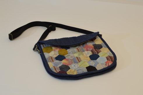 細かい手作りパッチワークのバッグ  縦23×横27×奥行4cm