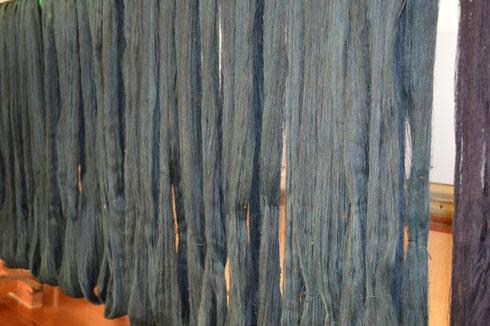 今年はこれで藍染は終わりにします 麻の糸です少し薄いかな?