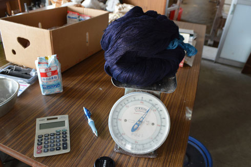 まずは糸の重さを測ります