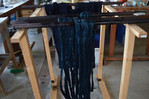 麻の糸を3キロほど染めはじめました来年夏結城でも作りますか!