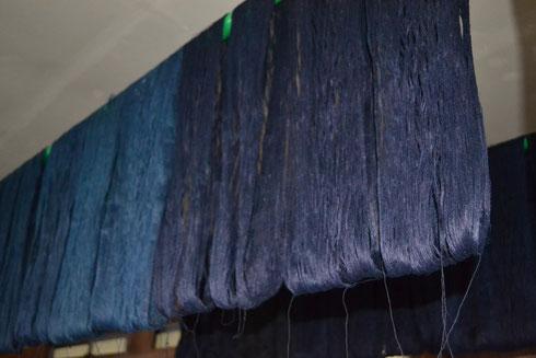 こちらの糸はまだ染め続けます