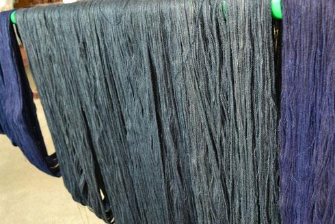 水戸黒から3回染色して水洗した糸ボッチです