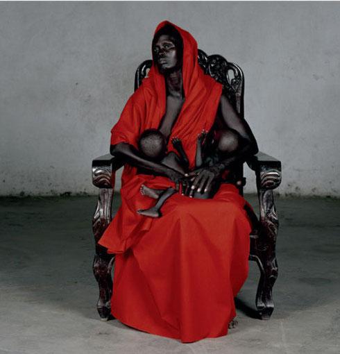 Vanessa Beecroft, Madone noire aux Jumeaux noirs