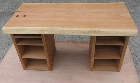 オニグルミの棚テーブル