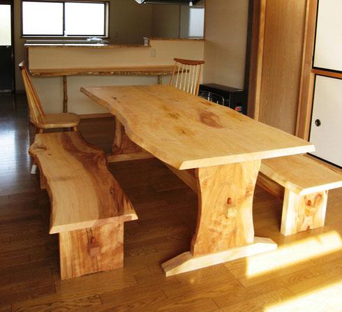 栃のテーブル、ベンチのセット