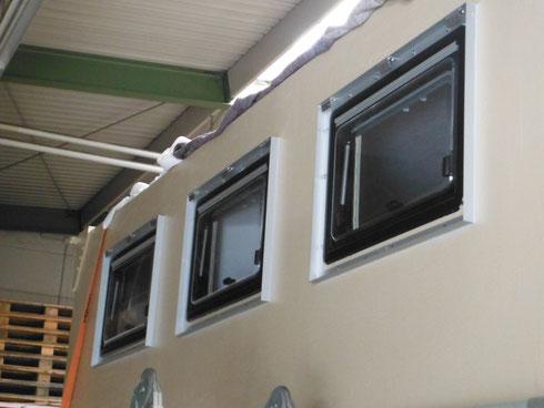 19.09.2014 - Die Rahmen für die Fensterklappen sind dran