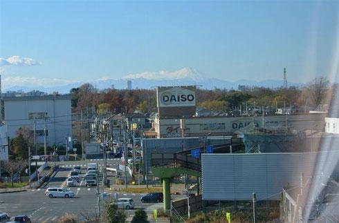 かすかに富士山が見える 以下3枚の写真は12月の末の写真