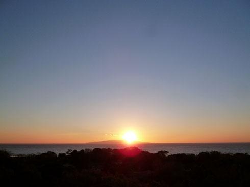 伊豆大島から昇る日の出