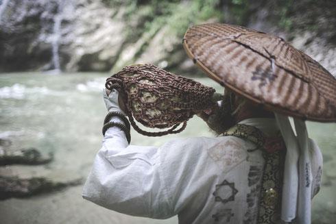 """"""" Horagai - das Muschelhorn, ein wichtiges sakrales Instrument """""""