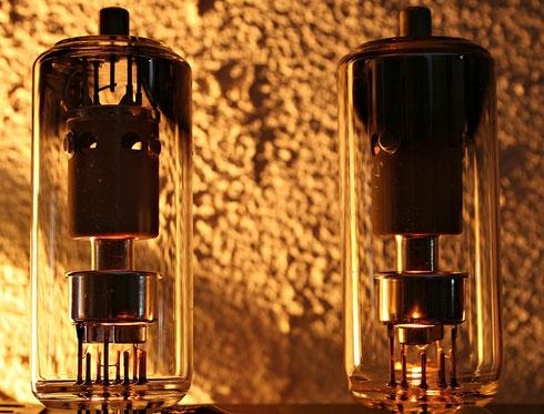 Zwei Elektronenröhren