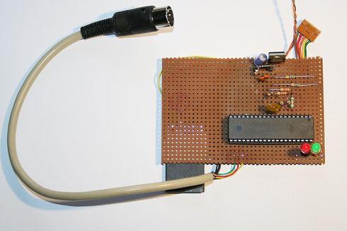 Aufbau der SD2IEC-Schaltung mit ATmega32 auf Lochrasterplatine.