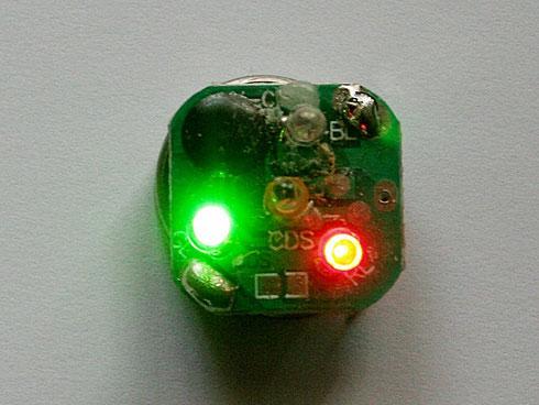 Fotodiode (Mitte) steuert eine LED-Schaltung