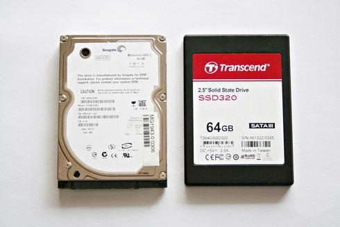 Herkömmliche Festplatte (links) und Solid State Drive (rechts)