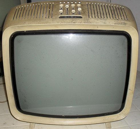 Saba Pro FP 32 Fernsehgerät aus den 70ern