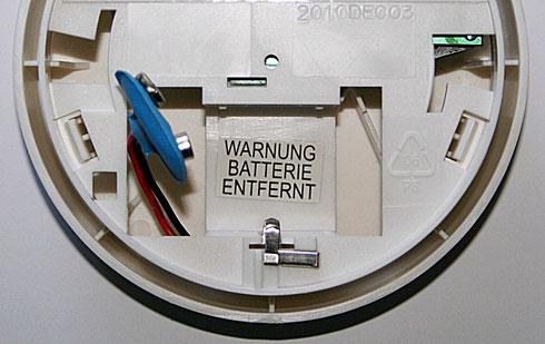 Die alte 9V-Blockbatterie wird einfach durch eine mit WLAN-Chip ersetzt.