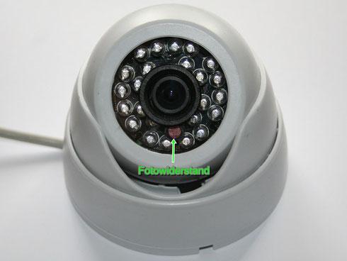 Der Fotowiderstand schaltet bei Dunkelheit die Infrarot-LEDs der Kamera ein.