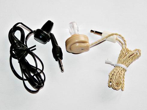 Kristallohrhörer (rechts) und dynamischer Ohrhörer (links)