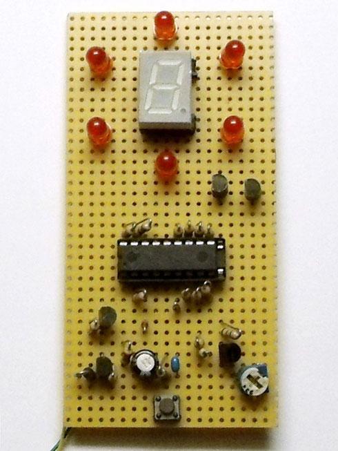 Elektronische Schaltung auf Lochrasterplatine aufgebaut