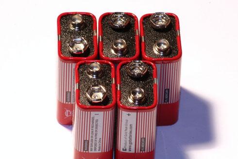 Demnächst auch mit WLAN? Handelsübliche 9V-Blockbatterien.