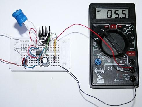 Die Ausgangsspannung der Schaltung mit angeschlossener 5,6-Volt-Z-Diode.