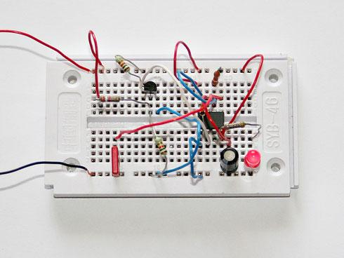 Aufbau des Impulsdetektors auf einem Steckbrett