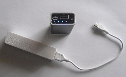 Mit einer Powerbank können Handys und Tablets unterwegs aufgeladen werden.