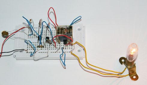 Aufbau des Dämmerungsschalters auf einem Steckboard