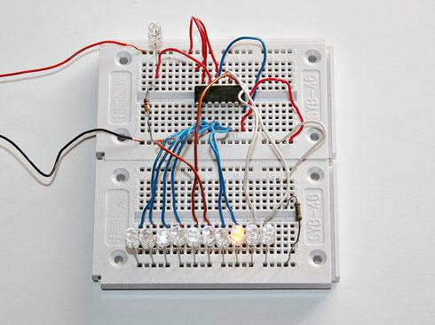 Aufbau des einfachen Lauflichtes auf einem Steckboard