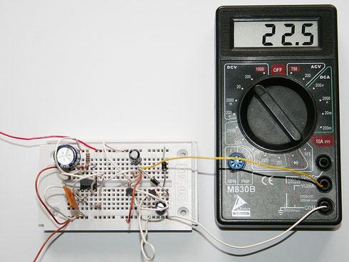 Auch hier ein Testaufbau der Schaltung mit angeschlossenem Multimeter.
