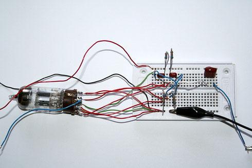Versuchsaufbau der Oszillatorschaltung mit der ECC81