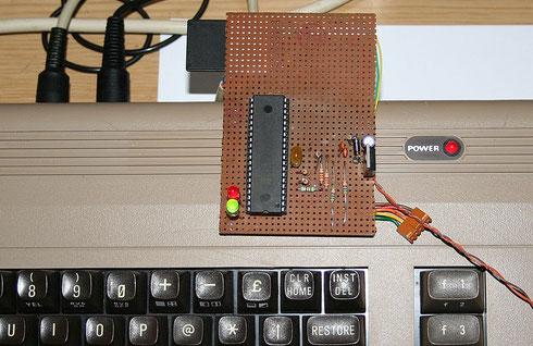 SD2IEC-Schaltung am C64 während eines Testlaufs