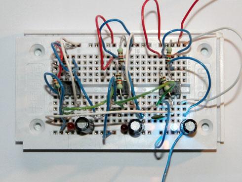 NE555-Lauflicht (3-fach), aufgebaut auf einem Steckboard
