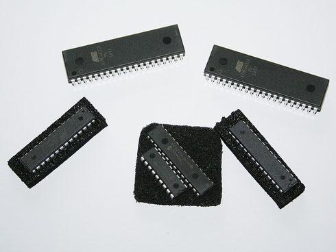 Verschiedene Mikrocontroller (Atmega8 und 32 sowie PIC 16F876 und 16F628)