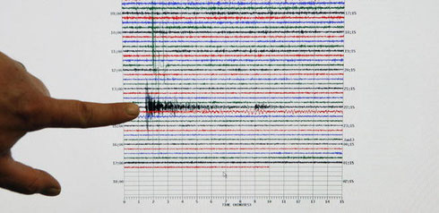 Haiti Beben - Der Spitzenausschlag des Erdbebens auf Haiti auf einem Seismographen im seismologischen Labor der Universität Caltech in Kalifornien (USA). Foto: AP Photo/AP/Damian Dovarganes