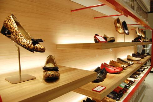 フィットフィット大丸梅田店は、売場面積約25坪。同ブランドのフルラインを揃えるほか、大丸梅田店限定商品も展開
