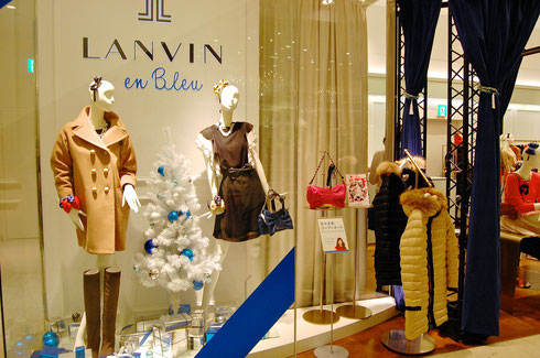 ランバン オン ブルー ルクア大阪店。店舗をカーテンで囲み、クローズドで行なわれた