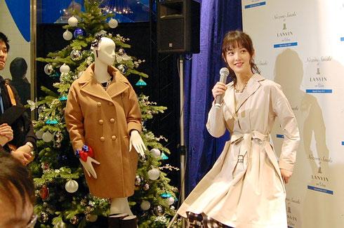 トークイベントでは佐々木希さん自らがコーディネートしたルックを披露した。タレントを起用した顧客向けイベントは同ブランドでは初の試み