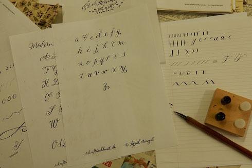 Alphabetvorlagen, Tinte, Feder, Papier