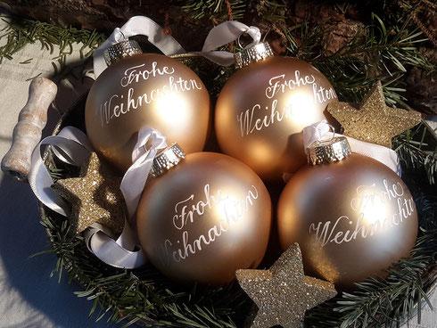 Christbaumkugeln Erfunden.Jetzt Bestellen Kalligraphie Auf Weihnachtskugeln Kalligraphie