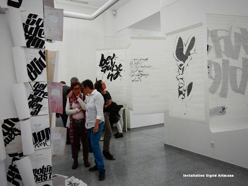 Kalligraphie auf Papier luftig und leicht