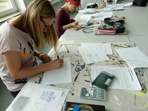 Papier und Stifte für Handlettering sind in der Kursgebühr enthalten
