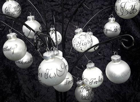 Kalligraphie_Stuttgart_Weihnachtskugeln_mit_Namen_personalisiert