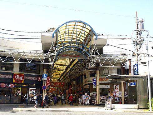 門前町の風情漂う弘明寺商店街(通称:弘明寺かんのん通り)