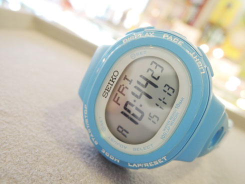 """写真の時計は """"スポーツの秋"""" セイコー製「東京マラソン2011限定モデル」。"""