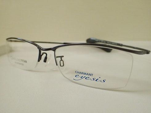 エクセレンスチタンを使った、ズレにくい眼鏡「アイシス」。部分的にフチがないナイロールタイプ