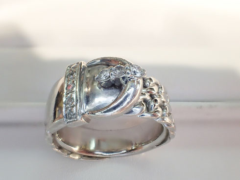 ダイヤの取付完了。指輪の修理は(株)福田時計店にお任せください
