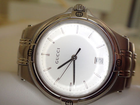 時計に限らず有名なグッチ。ブランド腕時計のお直しをさせていただきました。