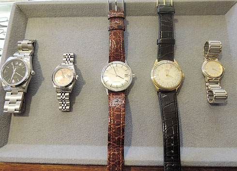 修理でお預かりしている腕時計5点。自動巻きや電池式など。