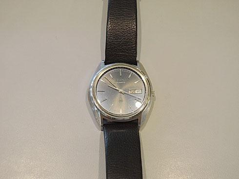 止まったまま故障していましたが、オーバーホールで動きました。昔の時計ですが、思い入れのある物のようで大変喜ばれました。