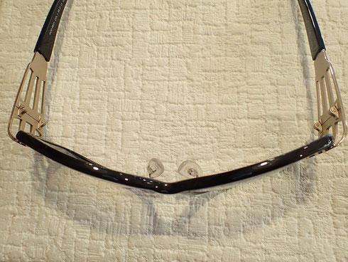 湾曲したレンズカーブが特徴のカザール。